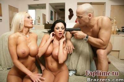 Фотосет от порно актрисы Audrey Bitoni и её подруги