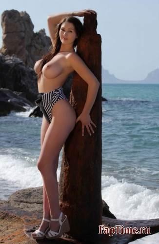 А вы любите смотреть на  большие сиськи?