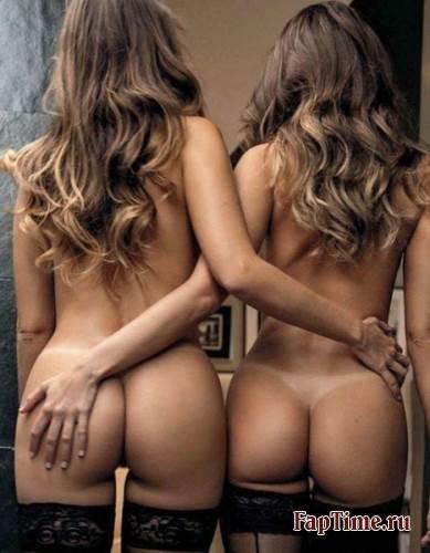 Голые близняшки