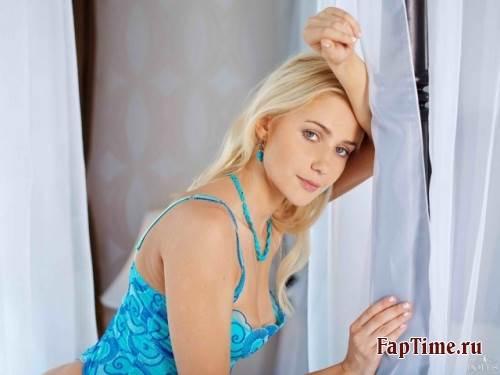 Постельная блонди