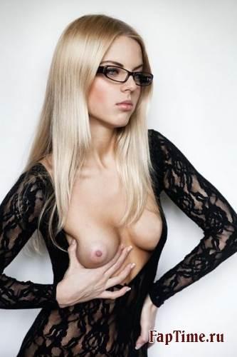 Девочки в очках