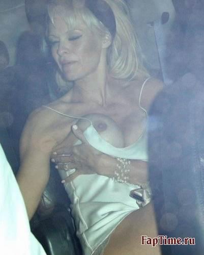 Голые сиськи от Pamela Anderson