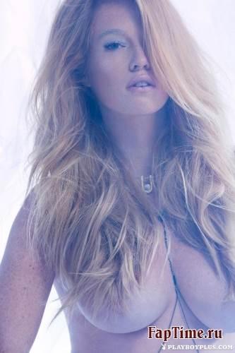 Elizabeth Ostrander - Playboy December 2014 (12-2014) USA