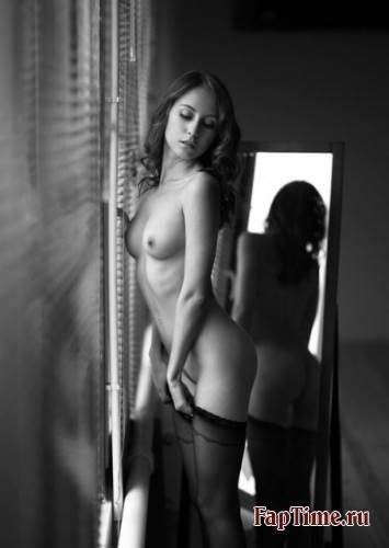 Черно-белые фотографии девушек
