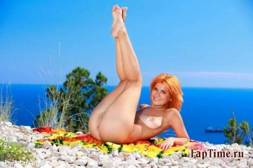 Красивая рыжая девушка фото