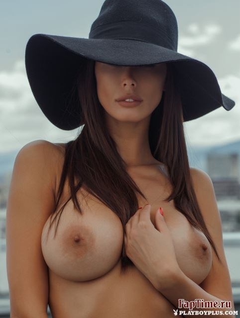 Горячая брюнетка Bilyana Evgenieva