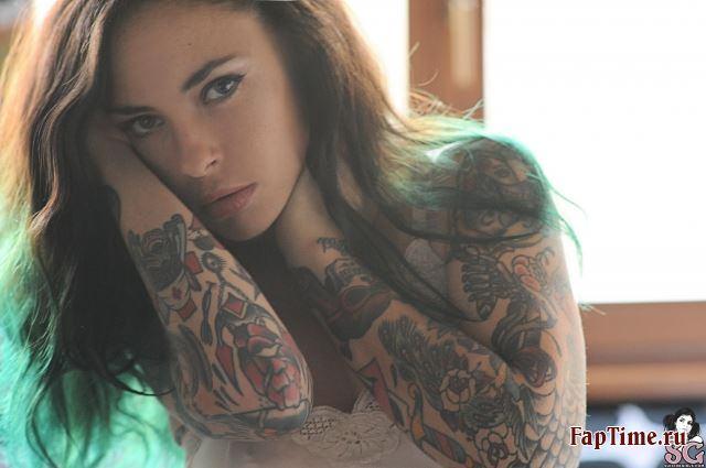 Татуированная секс модель Eden Raw