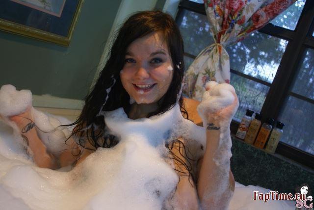 Пухленькая Ambz - Tiny Bubbles