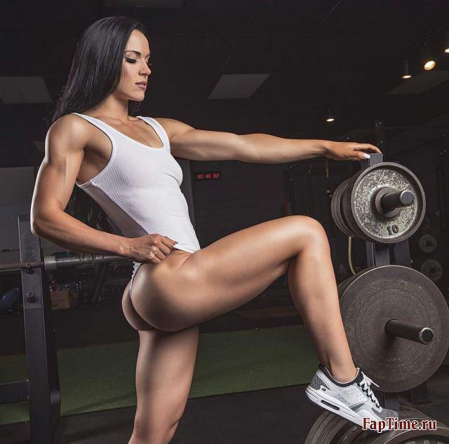 Девушки с спортивными фигурами